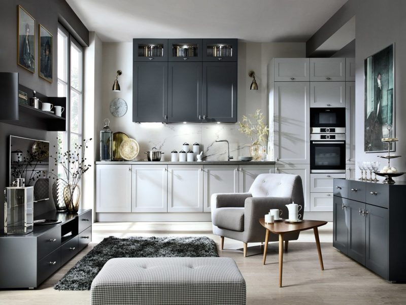 Kuchnia Capital 43rd Luvak Avenue – elegancki mariaż jasnych i ciemnych szafek