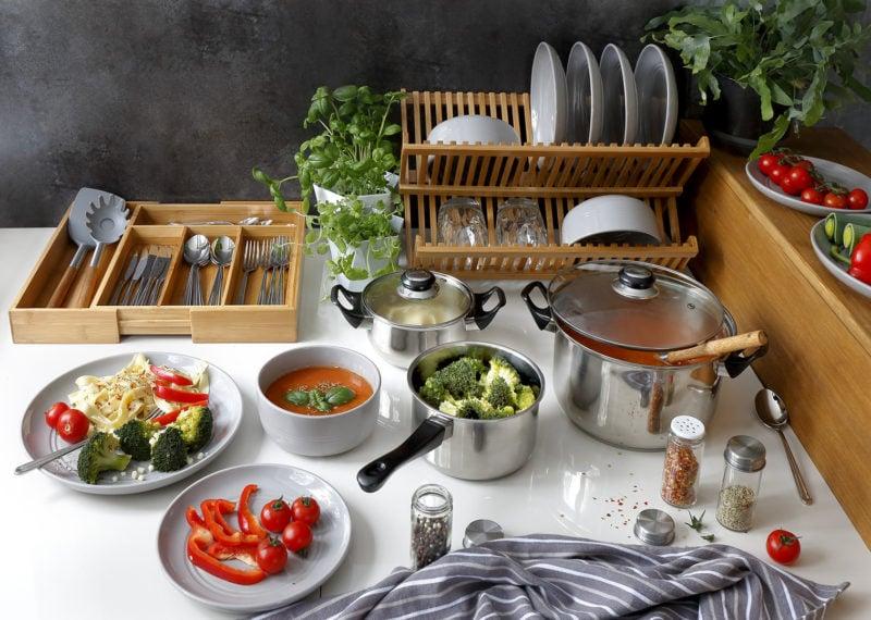 Praktyczna szuflada na sztućce to obowiązkowy element w każdej kuchni
