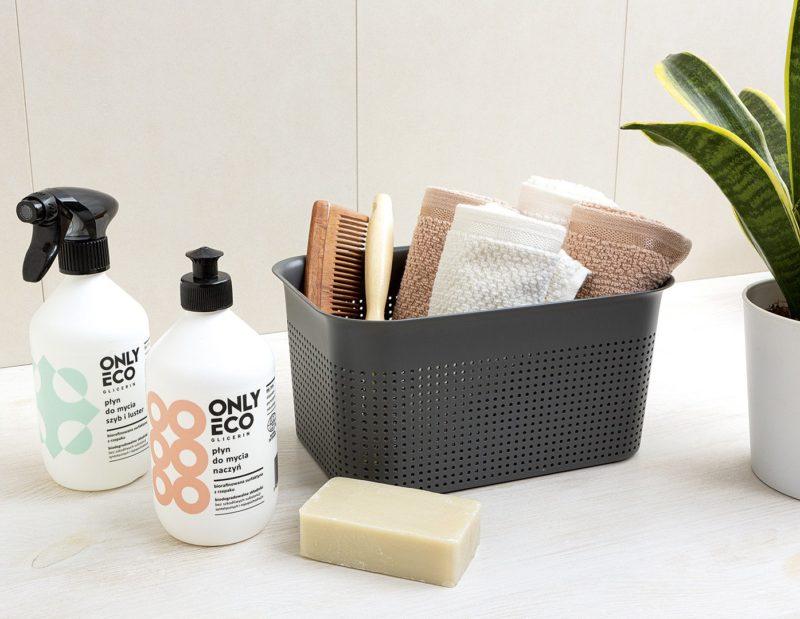 Koszyk Brisen jest idealny na małe ręczniki i akcesoria kąpielowe