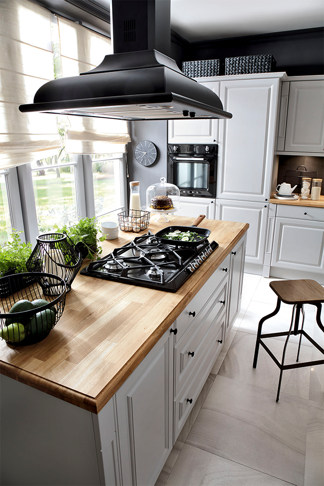 Black Red White, kuchnia na wymiar Senso Kitchens, linia ROYAL, Kasetta