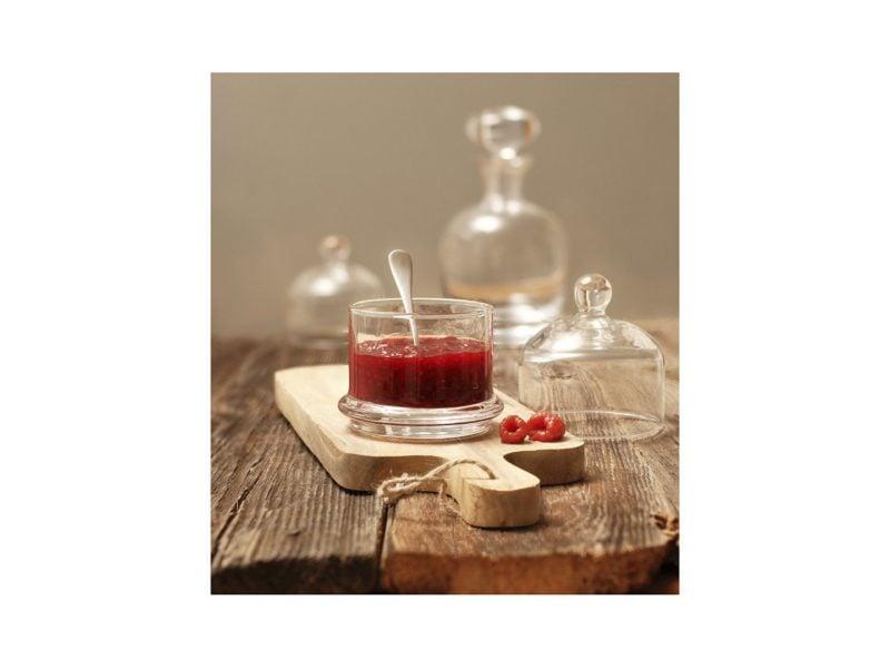 Un récipient en verre pour servir les conserves rendra la dégustation des conserves d'automne plus agréable