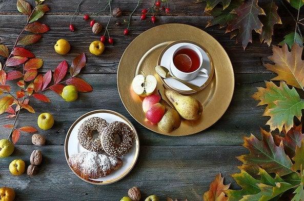 L'assiette de petit-déjeuner Gold mettra en valeur le charme des fruits d'automne