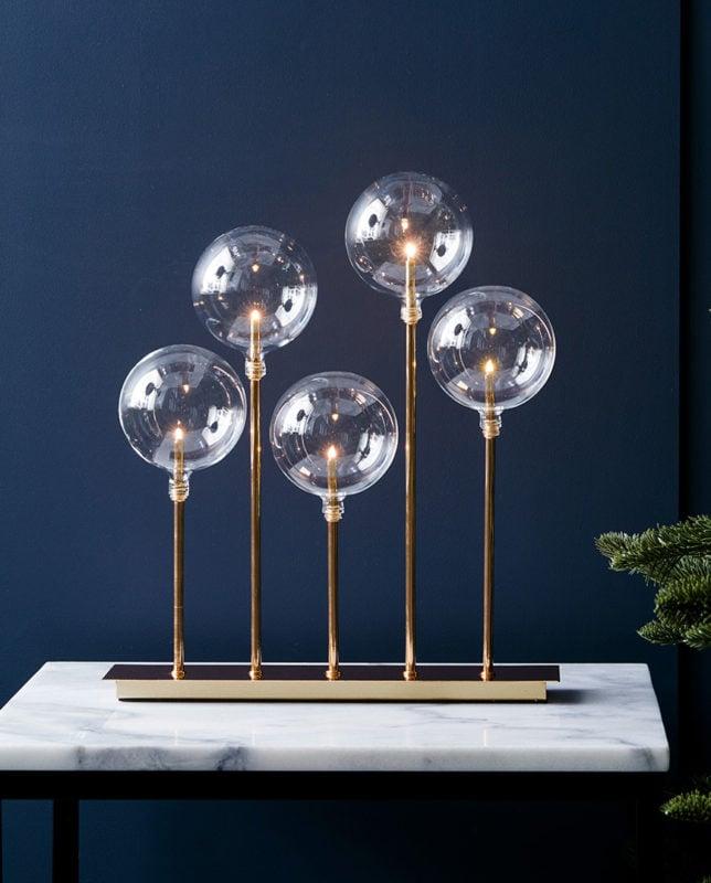 La lampe de table Master est un modèle original qui réchauffera à merveille un salon moderne.