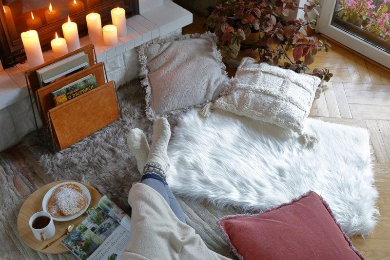 Stopy na dywanie