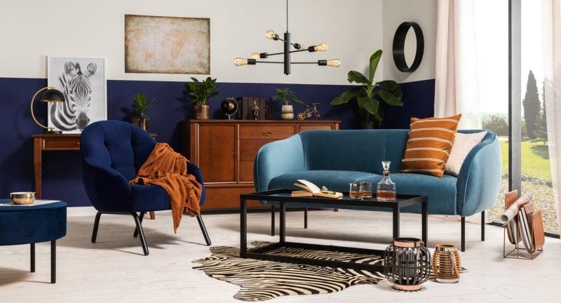 Eklektyczne połączenie – designerska Sofa Tulum i masywne meble w klasycznym stylu