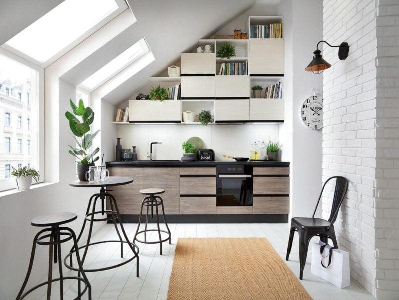 Czarny sprzęt AGD i drewniane wybarwienie mebli Senso Kitchens