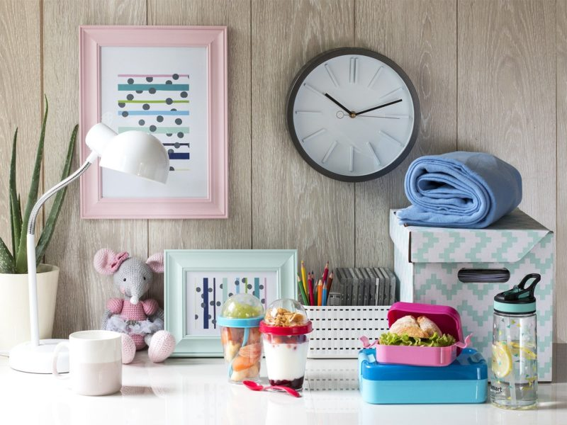 Zegar ścienny w pokoju dla nastolatka