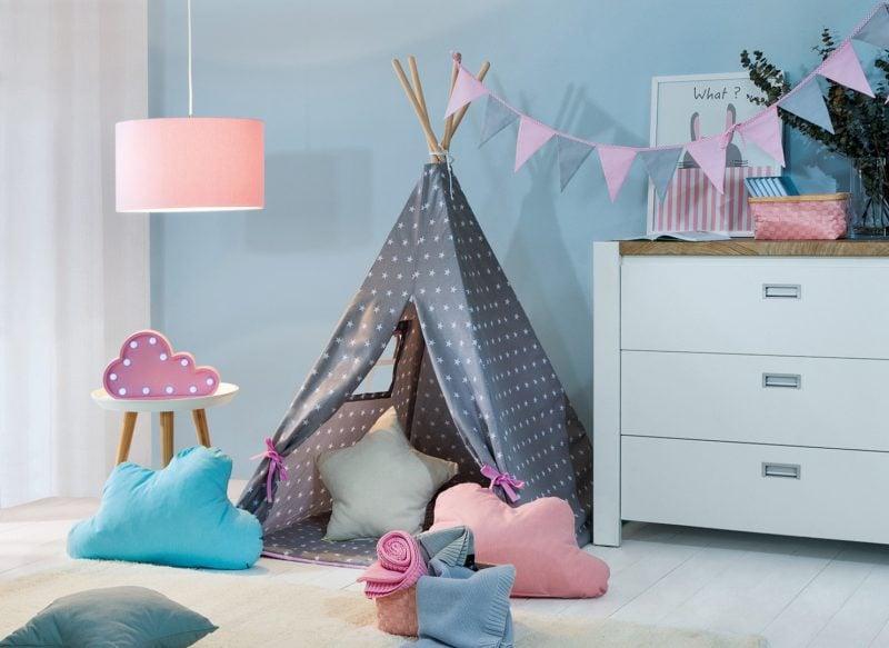 Szaro-różowa girlanda oraz namiot dziecięcy Tipi.