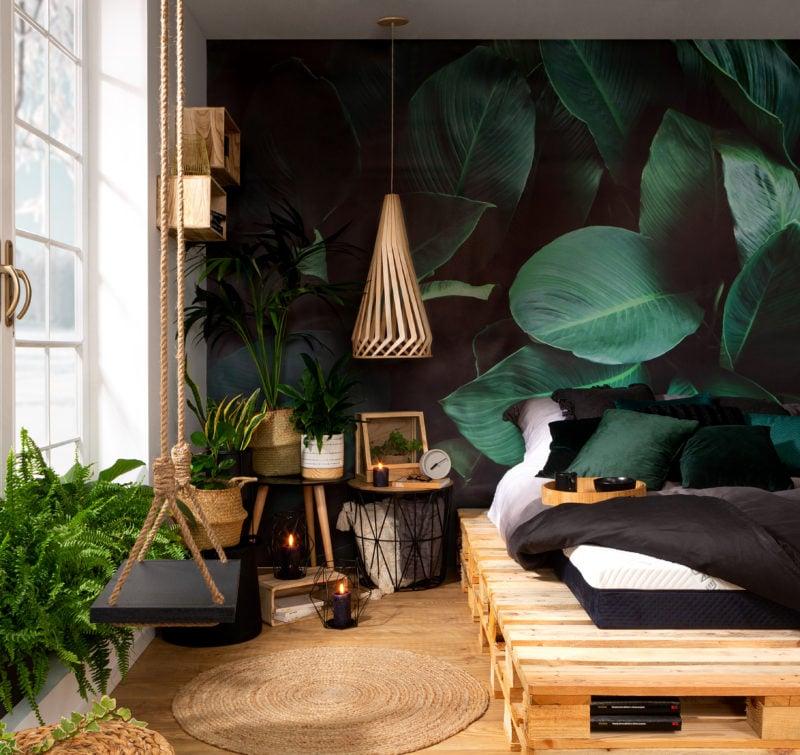Oświetlenie drewniane dopełni wnętrza pełne zieleni