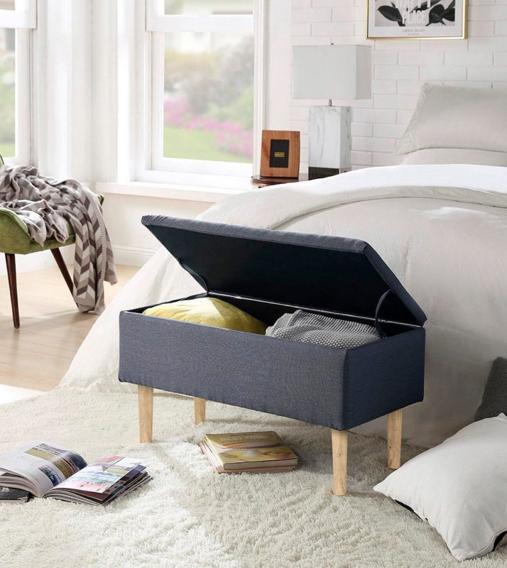 Le banc Cleo est un rangement pratique pour les oreillers et les couvre-lits.