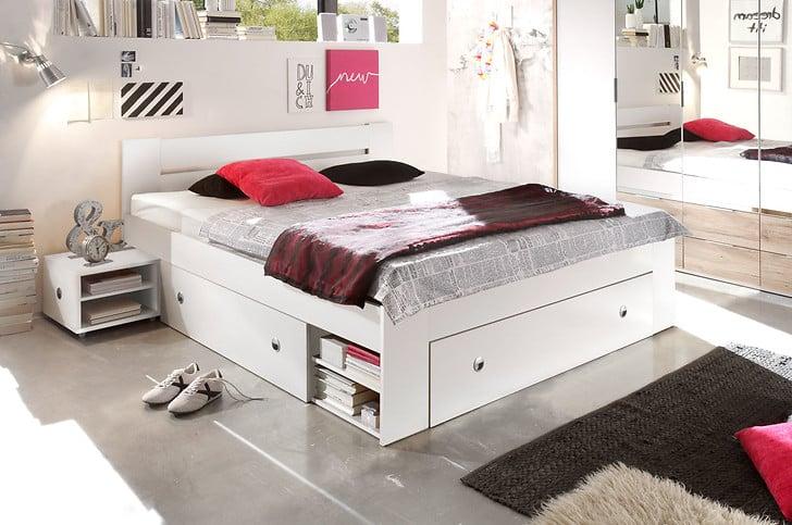 Grâce aux tiroirs et aux étagères, le lit Stefan économise de l'espace dans une petite chambre