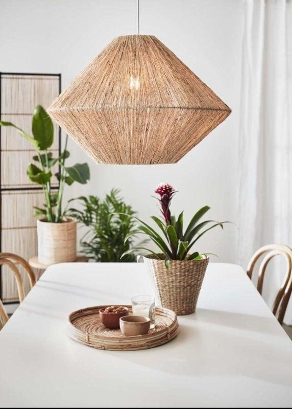 Lampa wisząca Straw – naturalne elementy dodają wnętrzom uroku i domowego ciepła.