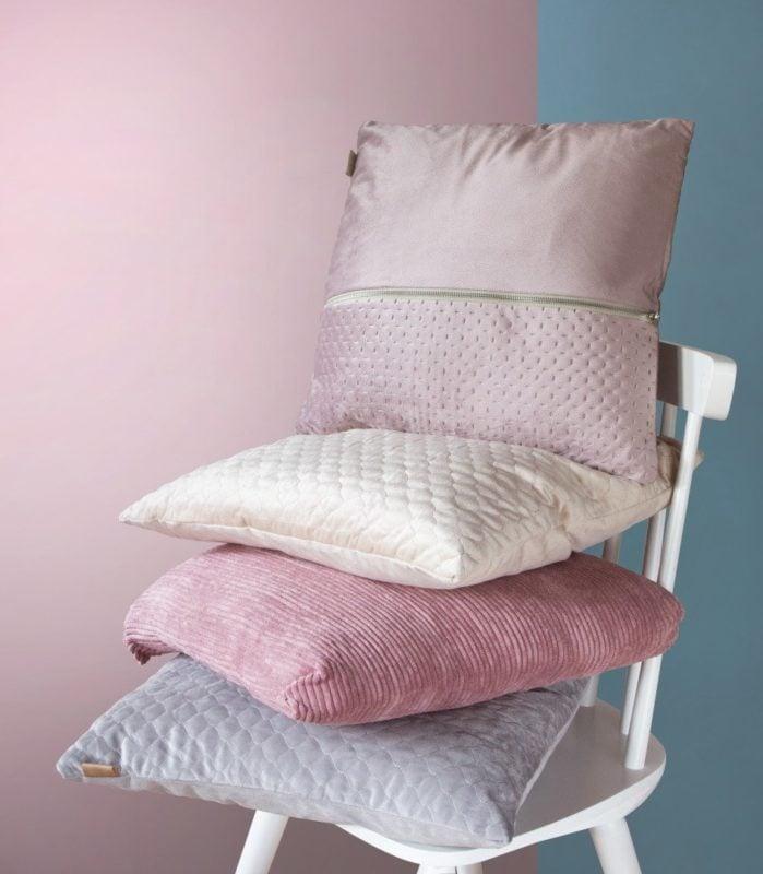 Pierwszy krok do wakcyjnej aranżacji – pastelowe poduszki dekoracyjne