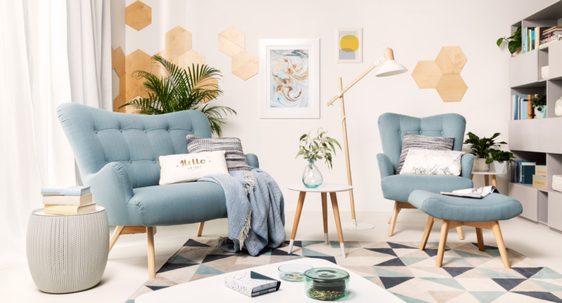 Les meubles matelassés sont également parfaits pour une version pastel légère et moderne