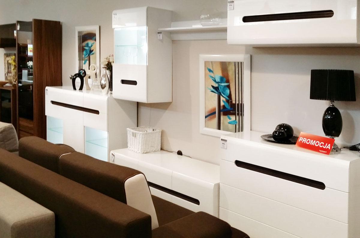 Ekspozycja mebli Black Red White w salonie partnetrskim w Łasku
