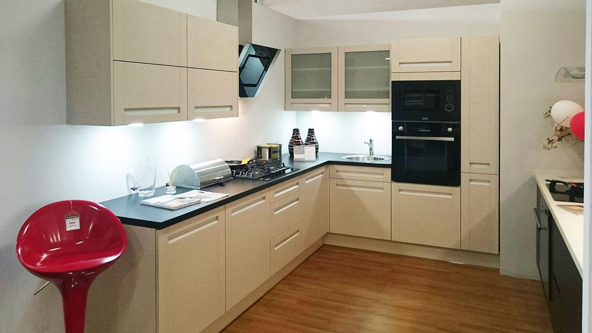 Modernizacja Partnerskich Studiów Kuchni Black Red White
